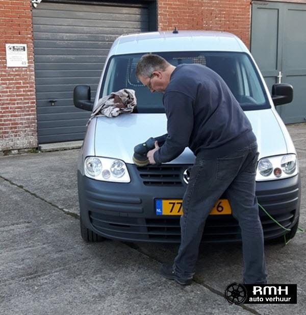 remco_de_nieuwe_aanwinst_aan_het_poetsen